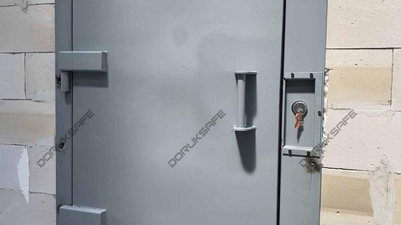 Cezaevi ve Hücre Kapıları